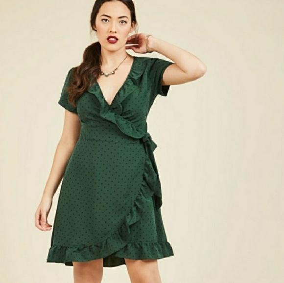 3058c990174 Modcloth green polka dot wrap dress E2. M 5ada7be0331627eb17c8a975